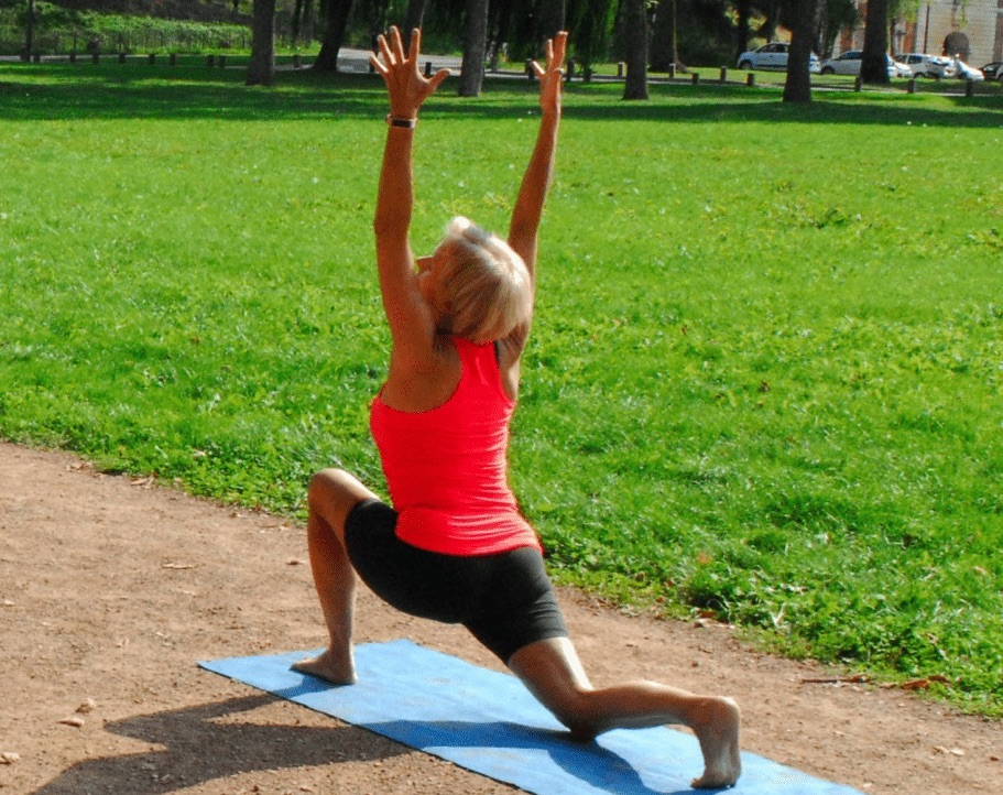fitness-carole-nebati-coach-sportif-a-domicile-parc-citadelle-arras-seance-hatha-yoga-en-exterieur-pas-de-calais